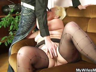 wicked mamma gets shagged after photosession