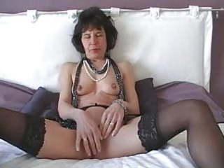 mature with vibrator does herself