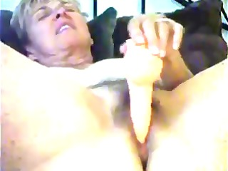 1110 mature woman masturbating