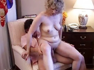 Sexy mature amateur loves to fuck
