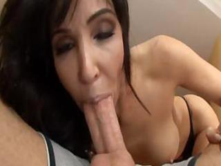 this nice looking mom can sucking the penis