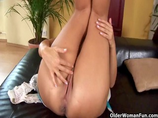 aged mamma adele from olderwomanfun shows her big
