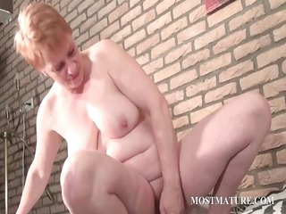 cougar vibrating her lusty snatch