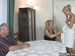 bf caught his gf with his old mummy and dad