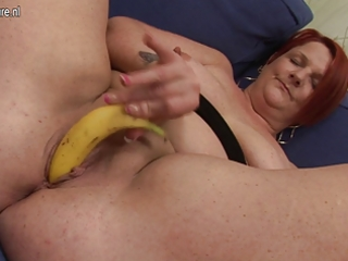 anal play with banana with chubby aged mommy