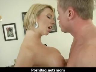 Fucking a big boobs mommy 3