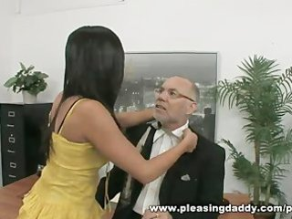 Young slut fucks mature boss to get the job