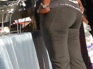 Black MILF Juicy Phat Ass In Spandex