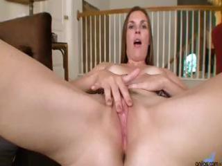 aged mom stuffs her constricted pussy