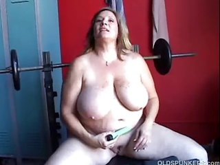 beautiful chubby amateur milf has three-some