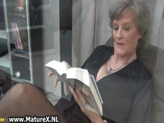 older housewife in hot black nylons part0