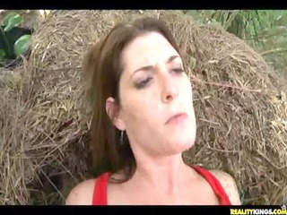 milfhunter receives trio great outdoor banging