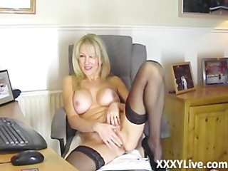 sexy blond milf resolves to masturbate with you