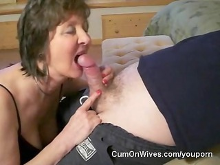 mature mamma gives great head