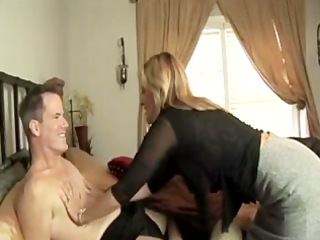d like to fuck leaves her hubby with a toy