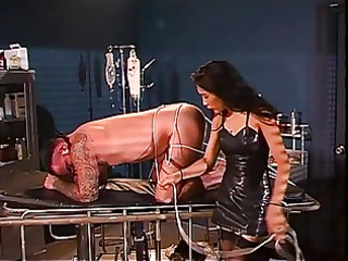 brunette hair domme has a thing for ropes with guy
