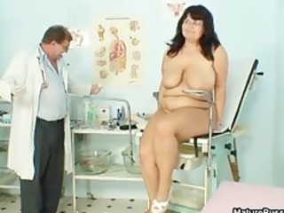 chubby aged mamma widens her legs and receives