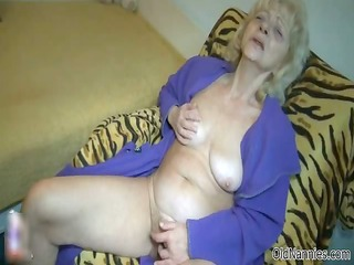 dirty old woman goes eager fingering