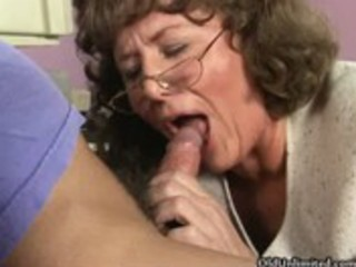 Dirty mature mom sucking and kissing