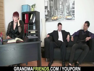 office lady pleases schlongs
