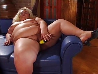 large plump momma toying her vagina