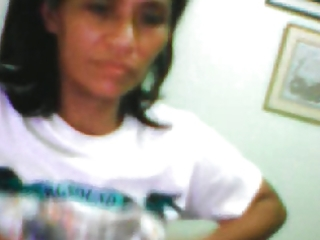 filipina mom editha navares showing her