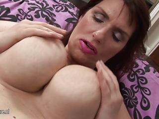 gorgeous large brested amateur mama masturbate