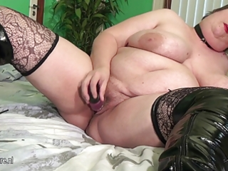 big aged mother squirting and engulfing cock