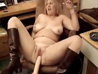 sexy bulky mother i smokin 5
