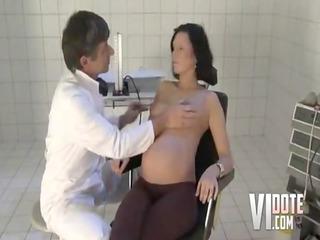doctor bonks a preggy milf