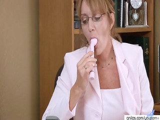 older housewife kitchen & office solo