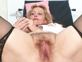 bawdy mature lady toys her hairy snatch with specu