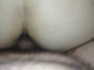 Cumming on unaware wifes ass