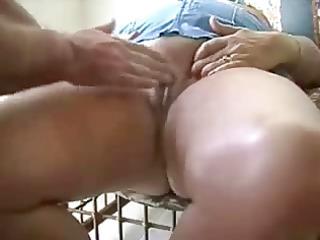 masturbating my old bitch untill she is cums