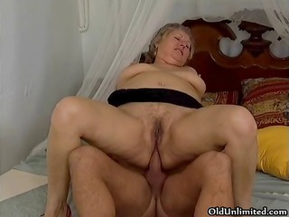 thick grey old lady acquires her wazoo drilled