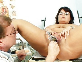 bulky dark brown granny acquires her pussy