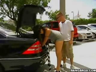delicious brunette shakes her ass awesomely to