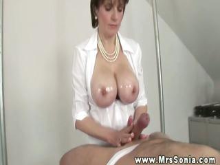 lady sonia gives a fantastic titjob