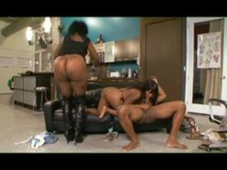 things i jack off to- mamma acquires her daughter