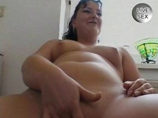 dilettante sex videoshorny milf fingering her own