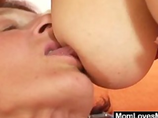 extremly bushy unshaved granny gets lesbo with