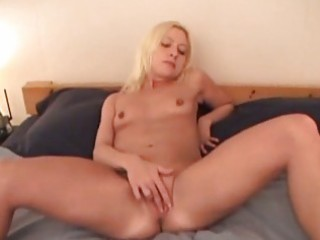 lonely lisa non-professional mother i masturbating