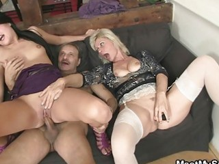 mom licks daughters pussy while dad wanks
