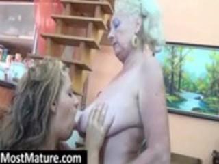 aged slut receives vagina licked